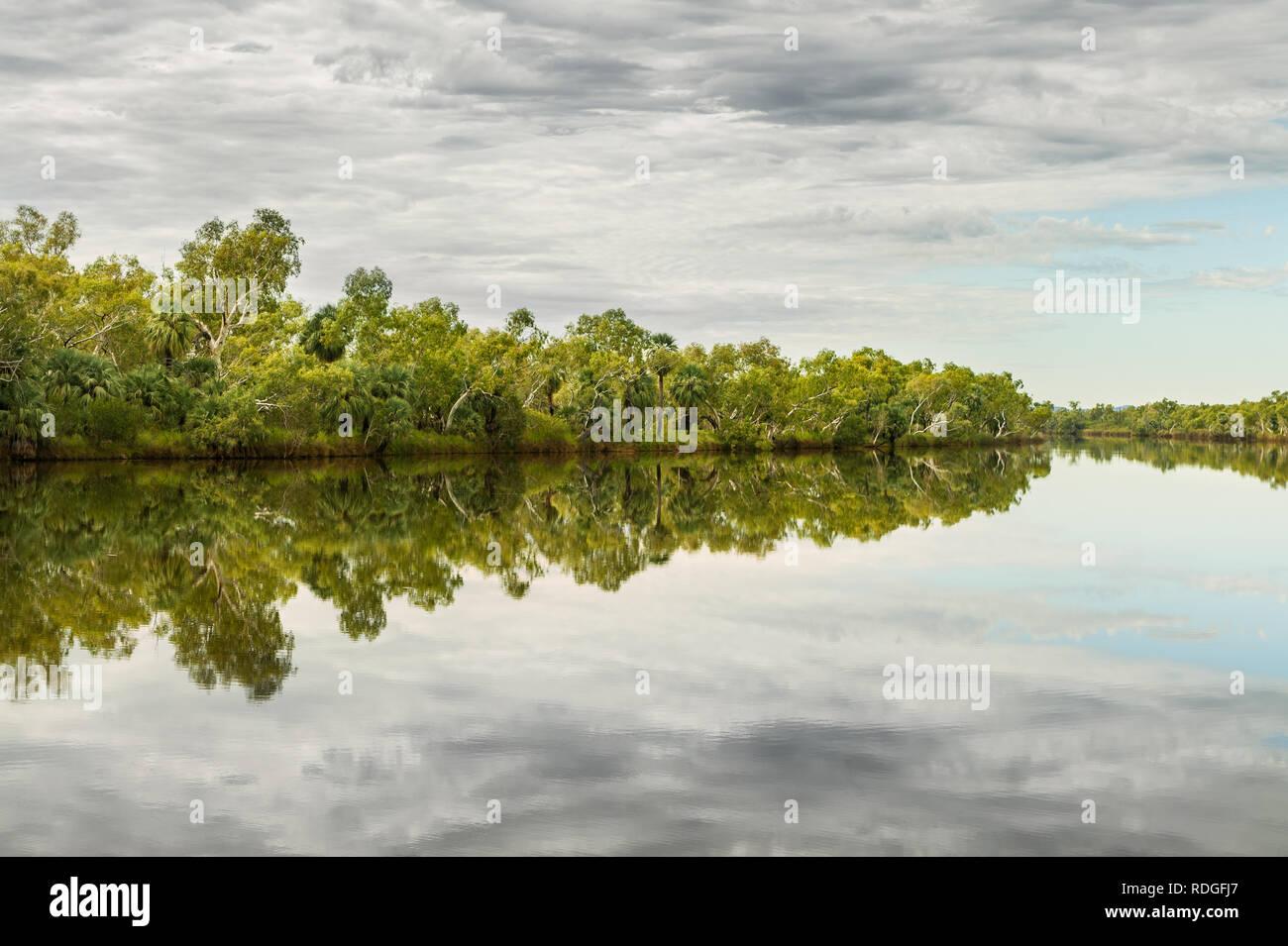 La portée profonde piscine est un point d'eau permanent de Fortescue River. Banque D'Images