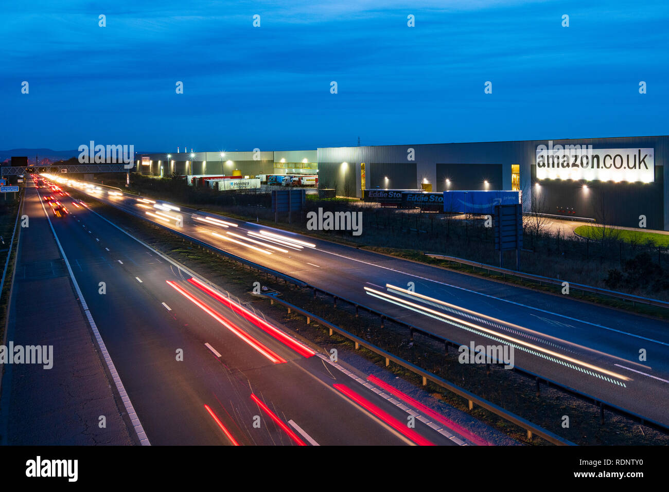 Voir l'entrepôt de distribution d'Amazon dans le centre de Dunfermline, Fife, Scotland, UK Photo Stock