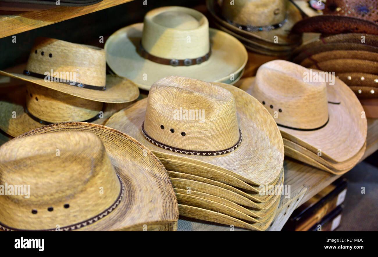 prix le plus bas mode large sélection Chapeaux De Cowboy Photos & Chapeaux De Cowboy Images - Alamy