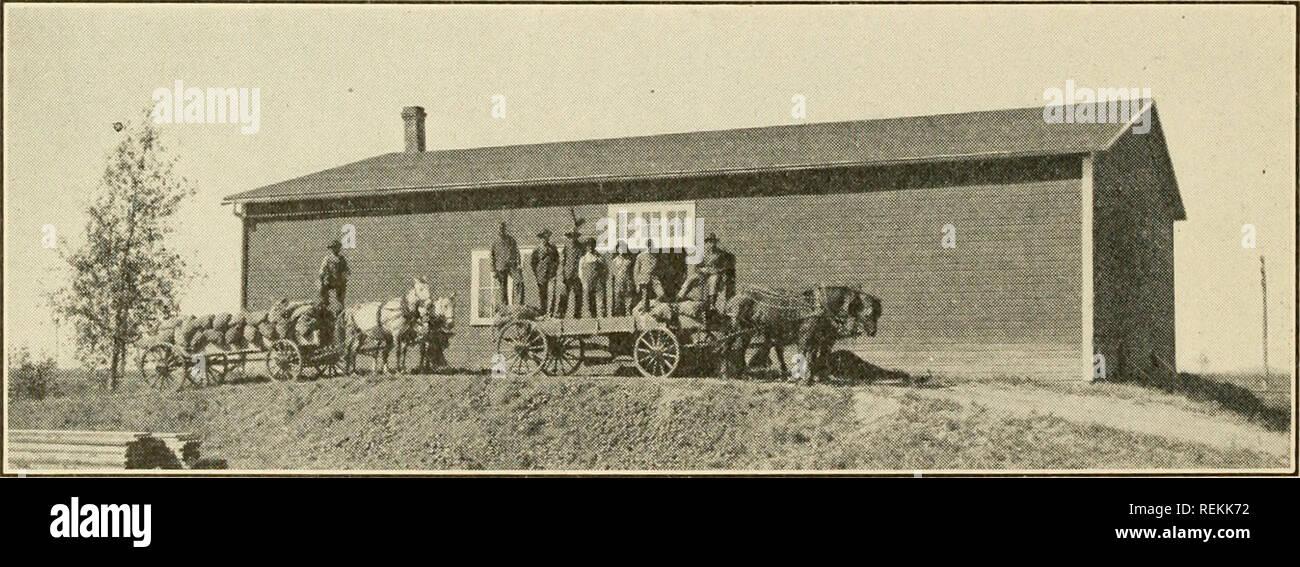 . Le comté de Clay. L'agriculture. Christ Rehder Cave de pommes de terre les jeunes du comté ont reçu leur part d'attention, par des Boys' and Girls' Club. Le maïs, la cuisson du pain, po- tato, et le jardin et la mise en conserve des concours ont eu lieu. Une fille a remporté le championnat de l'état dans la cuisson du pain dans le concours de 1914 et qui ont bénéficié d'une visite à Washington, D. C, comme un prix. Plus de 100 filles a terminé le travail du concours les deux dernières années, plaçant le comté de Clay en tête de liste pour le nombre de participants. Les plans pour les concours ont été réalisées pour l'année à venir et le effcrts coordonncs soient Photo Stock