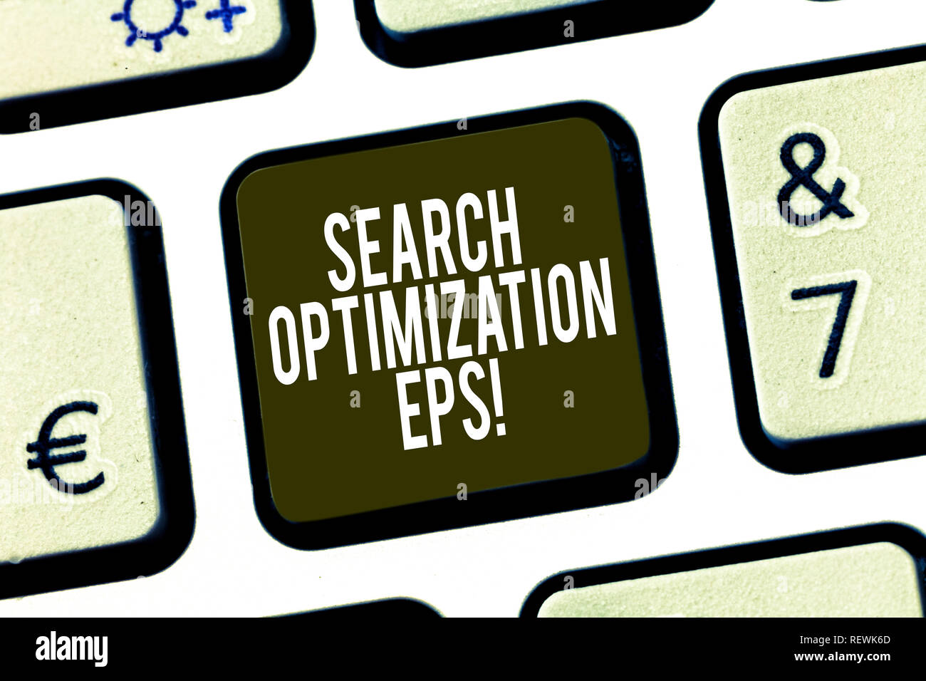 Main conceptuel écrit, indiquant l'optimisation de recherche eps. Photo d'entreprise processus mettant en affectant la visibilité d'un site web touche clavier Intentio Photo Stock
