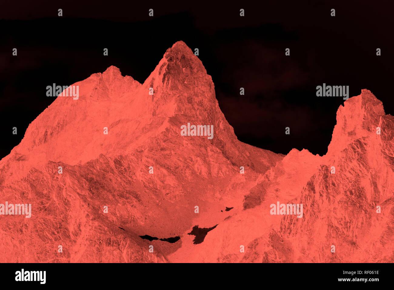 Couleur corail vivant de l'année dans les montagnes des Alpes suisses Photo Stock