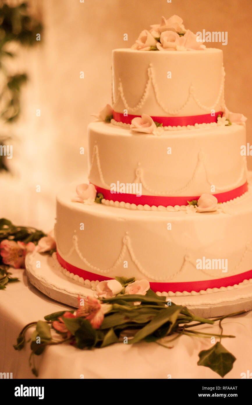Big Red White Wedding Cake Photos Big Red White Wedding Cake
