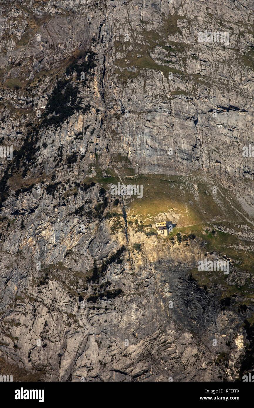 La Suisse, les Alpes, Berner Oberland, Grindelwald, printemps. Gleckstein Hut (2317m) sur le mont Wetterhorn (NT 3701m). Banque D'Images