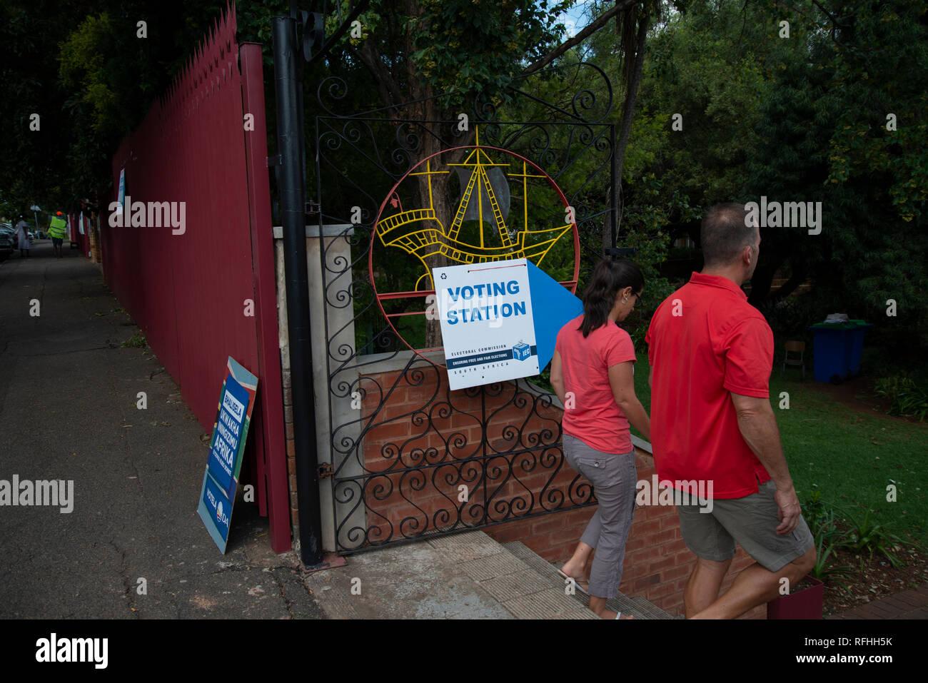 Johannesburg, Afrique du Sud. 26 janvier, 2019. Les gens arrivent à une catégorie de vote site dans Linden, Johannesburg, samedi après-midi. C'est la dernière semaine pour s'inscrire pour voter en 2019 l'Afrique du Sud aux élections générales. Credit: Eva-Lotta Jansson/Alamy Live News Banque D'Images