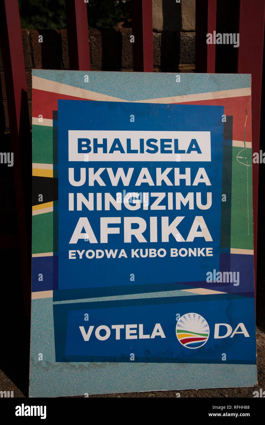 Johannesburg, Afrique du Sud. 26 janvier, 2019. Une Alliance Démocratique (DA) partie signe est perçu à l'entrée d'un site d'enregistrement de vote à Linden, Johannesburg, samedi après-midi. C'est la dernière semaine pour s'inscrire pour voter en 2019 l'Afrique du Sud aux élections générales. Credit: Eva-Lotta Jansson/Alamy Live News Banque D'Images