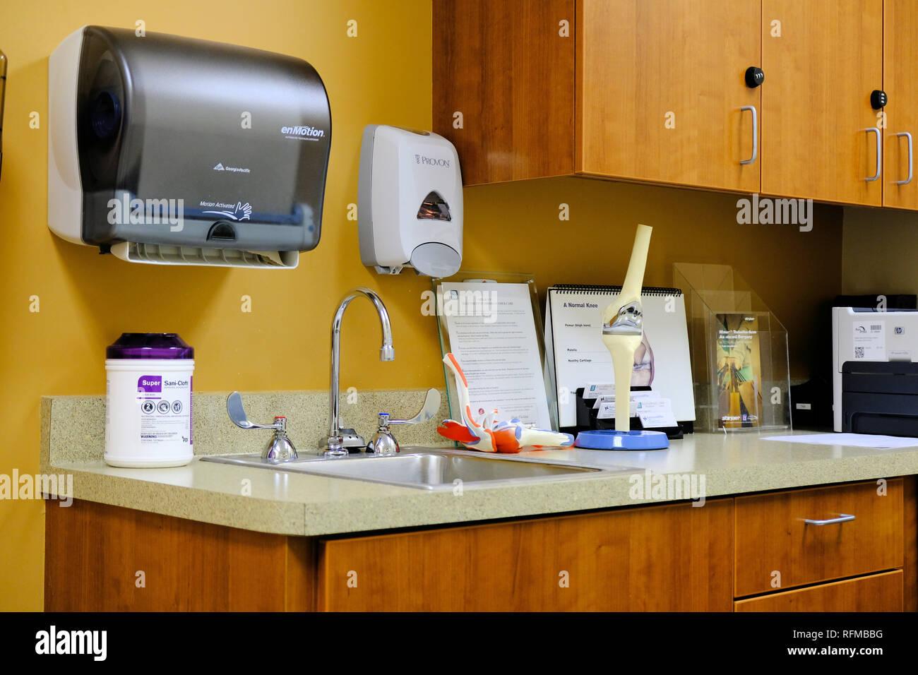Intérieur d'un bureau du médecin sans personnes. Photo Stock