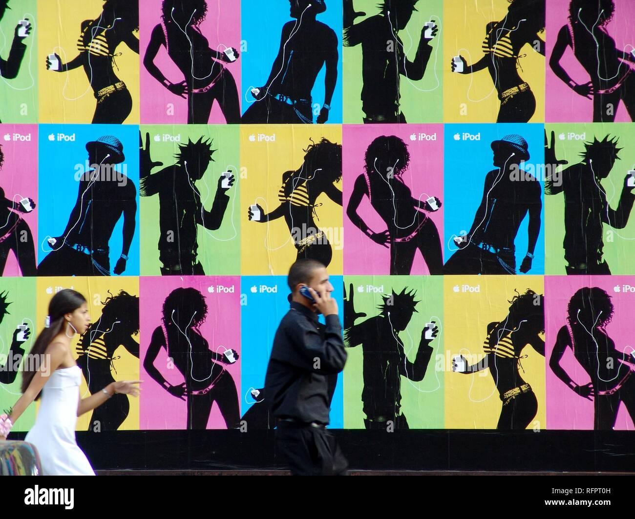 USA, United States of America, New York City: Ville de large publicité pour Apple iPod MP3 player, des panneaux publicitaires. Banque D'Images