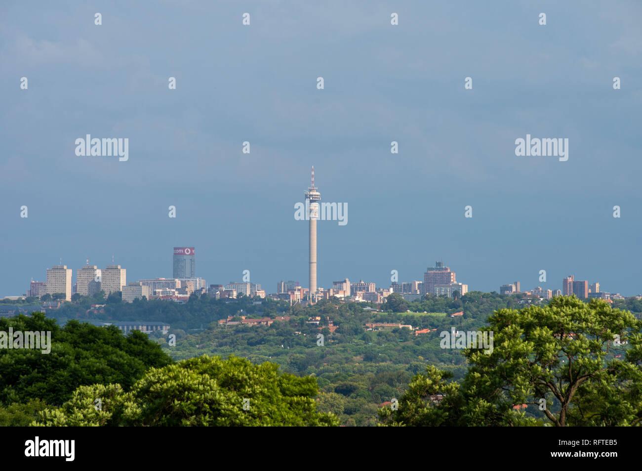 Johannesburg, Afrique du Sud. 26 janvier, 2019. Des nuages de pluie rouler dans plus de l'horizon de Johannesburg, samedi en fin d'après-midi. Credit: Eva-Lotta Jansson/Alamy Live News Banque D'Images