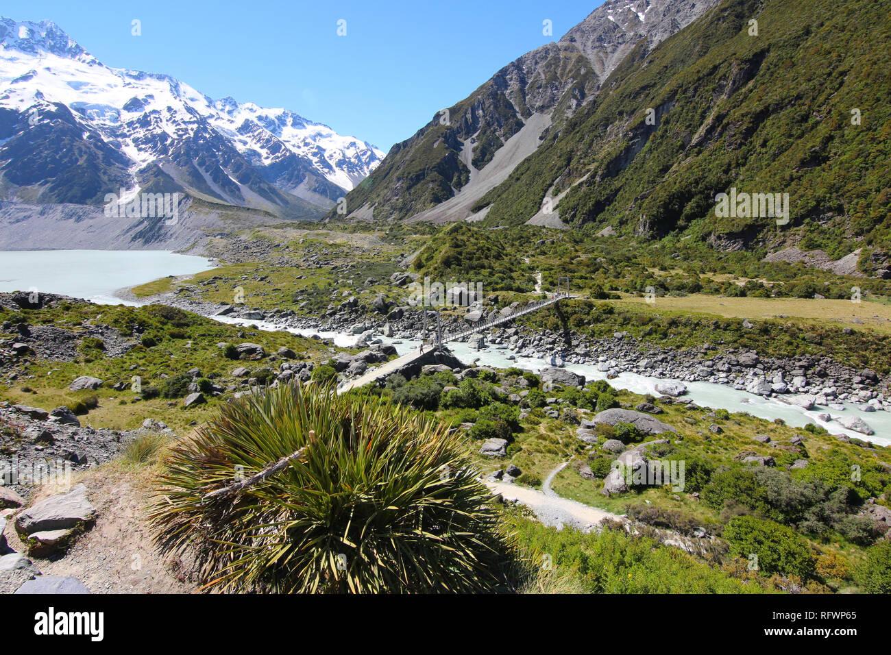 La Hooker Valley Track, île du Sud, Nouvelle-Zélande. La Hooker Valley Track est la plus courte piste de marche dans le parc Aoraki/Mount Cook N. P. Banque D'Images