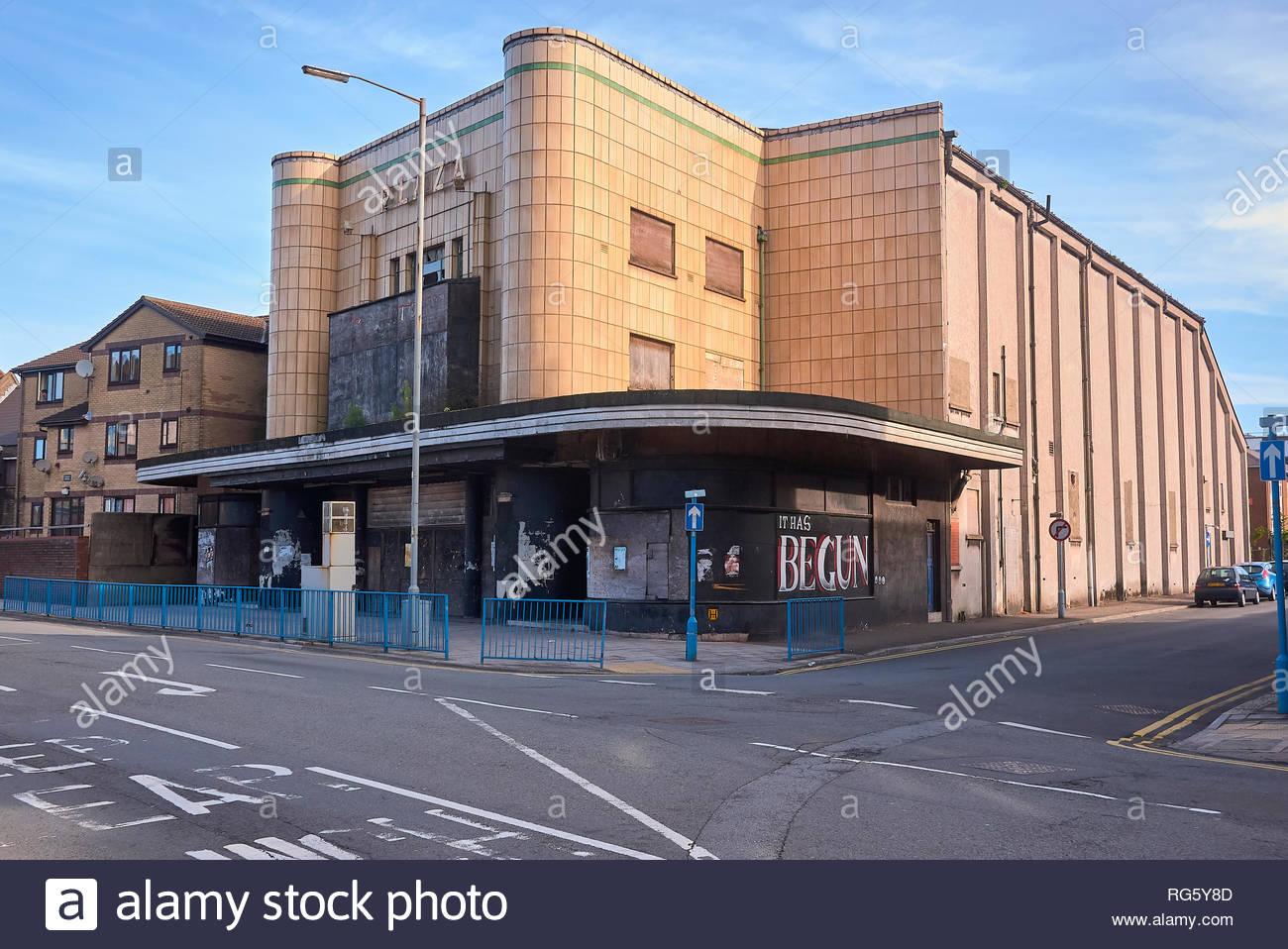 Fermé le cinéma Plaza dans un immeuble des années 1930 à Port Talbot Talbot Road South Wales UK Photo Stock