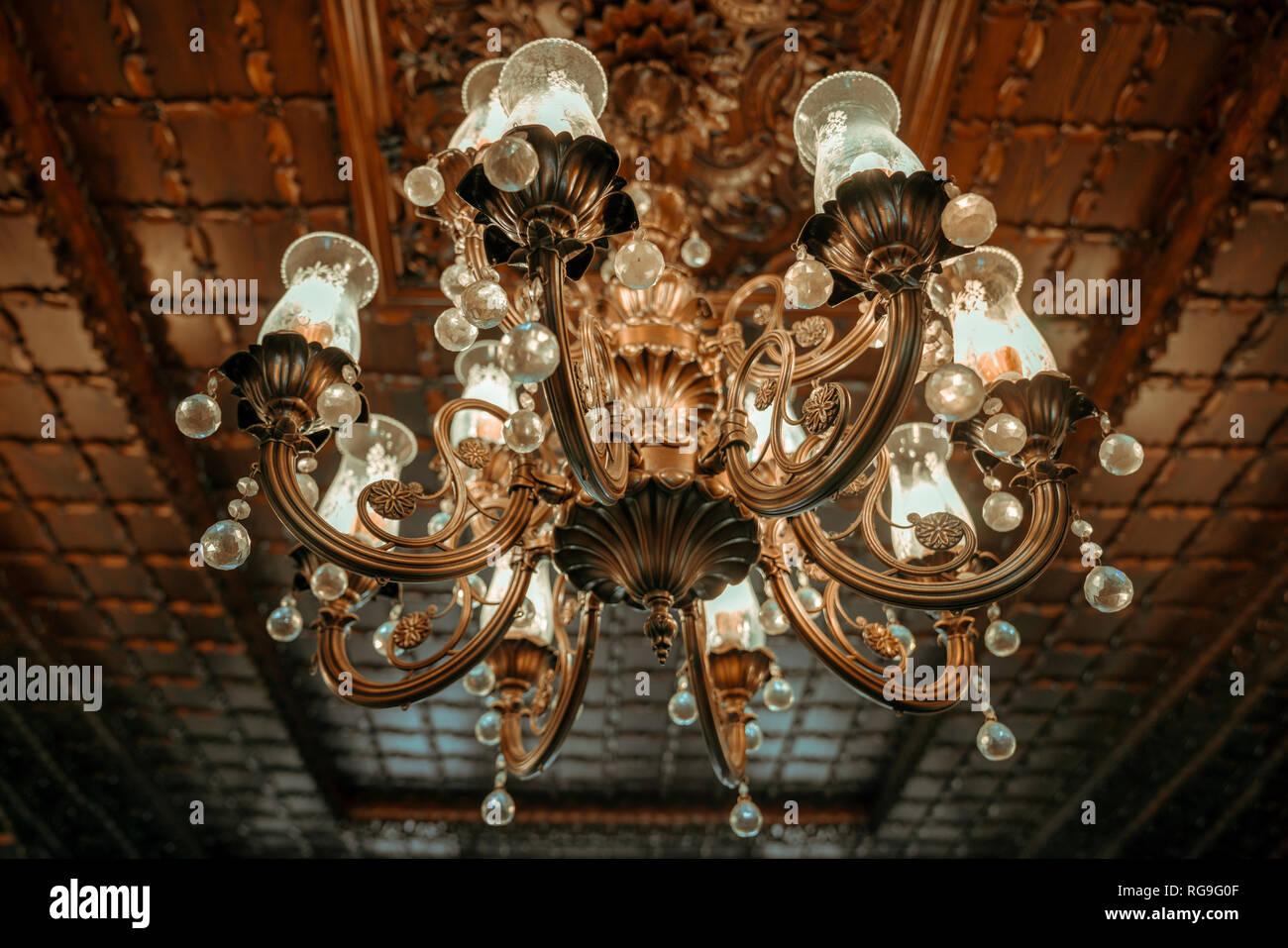 Old Vintage Lustre Lampe Au Plafond Dans La Salle A Manger