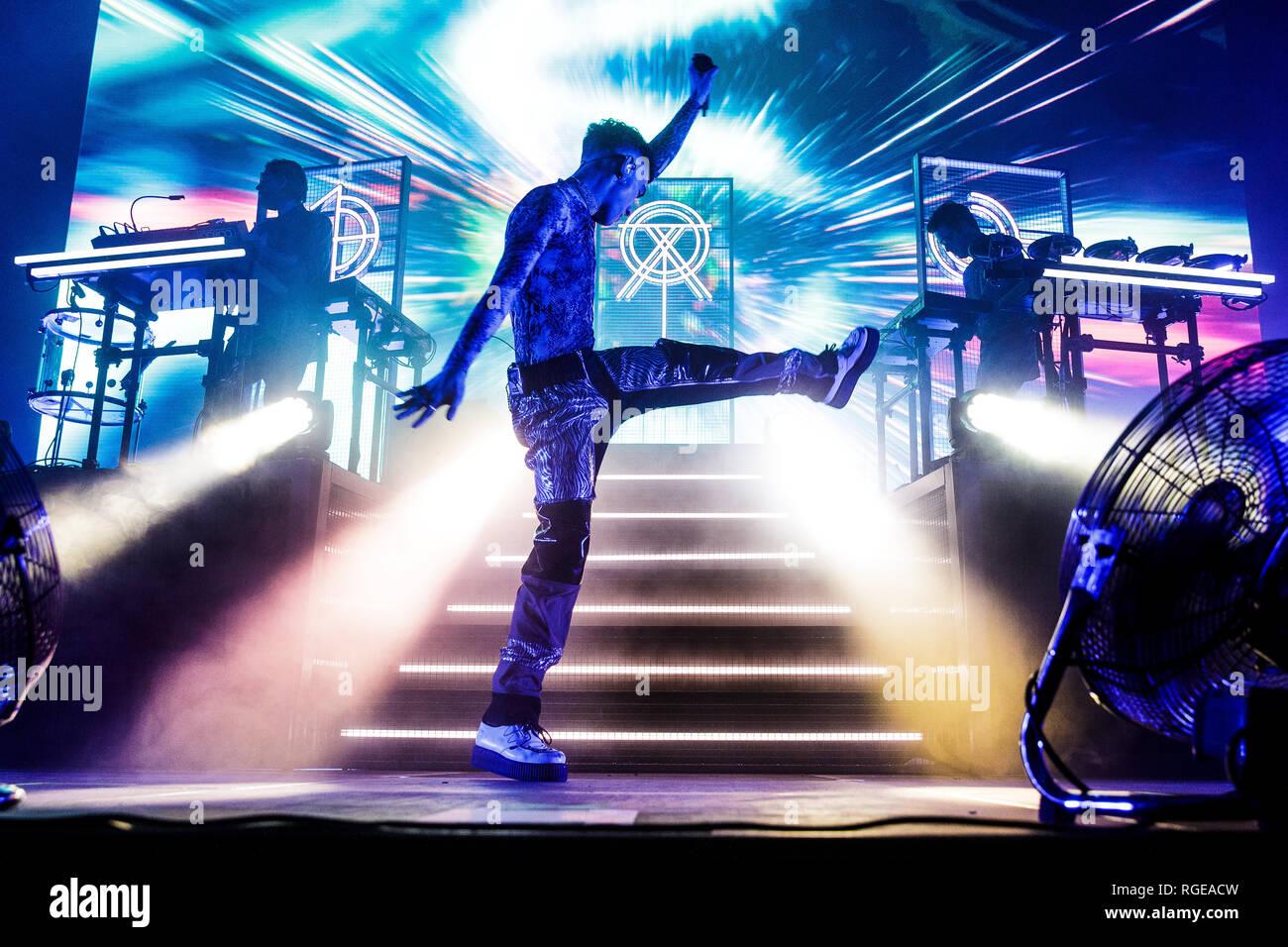 Copenhague, Danemark - janvier 28, 2019. L'electronica britannique trio Ans et ans effectue un concert live à KB Hallen à Copenhague. Ici singer Olly Alexander est vu sur scène. (Photo crédit: Gonzales Photo - Peter Troest). Gonzales: Crédit Photo/Alamy Live News Photo Stock