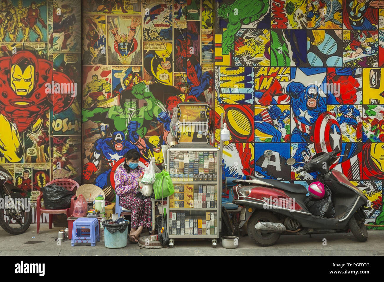 Femme vendant des aliments à Ho Chi Minh, Vietnam Photo Stock