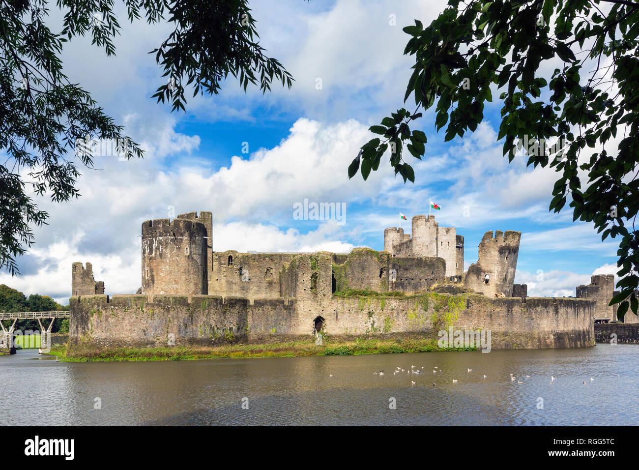 Caerphilly, Caerphilly, Wales, Royaume-Uni. Château de Caerphilly avec ses douves. Photo Stock