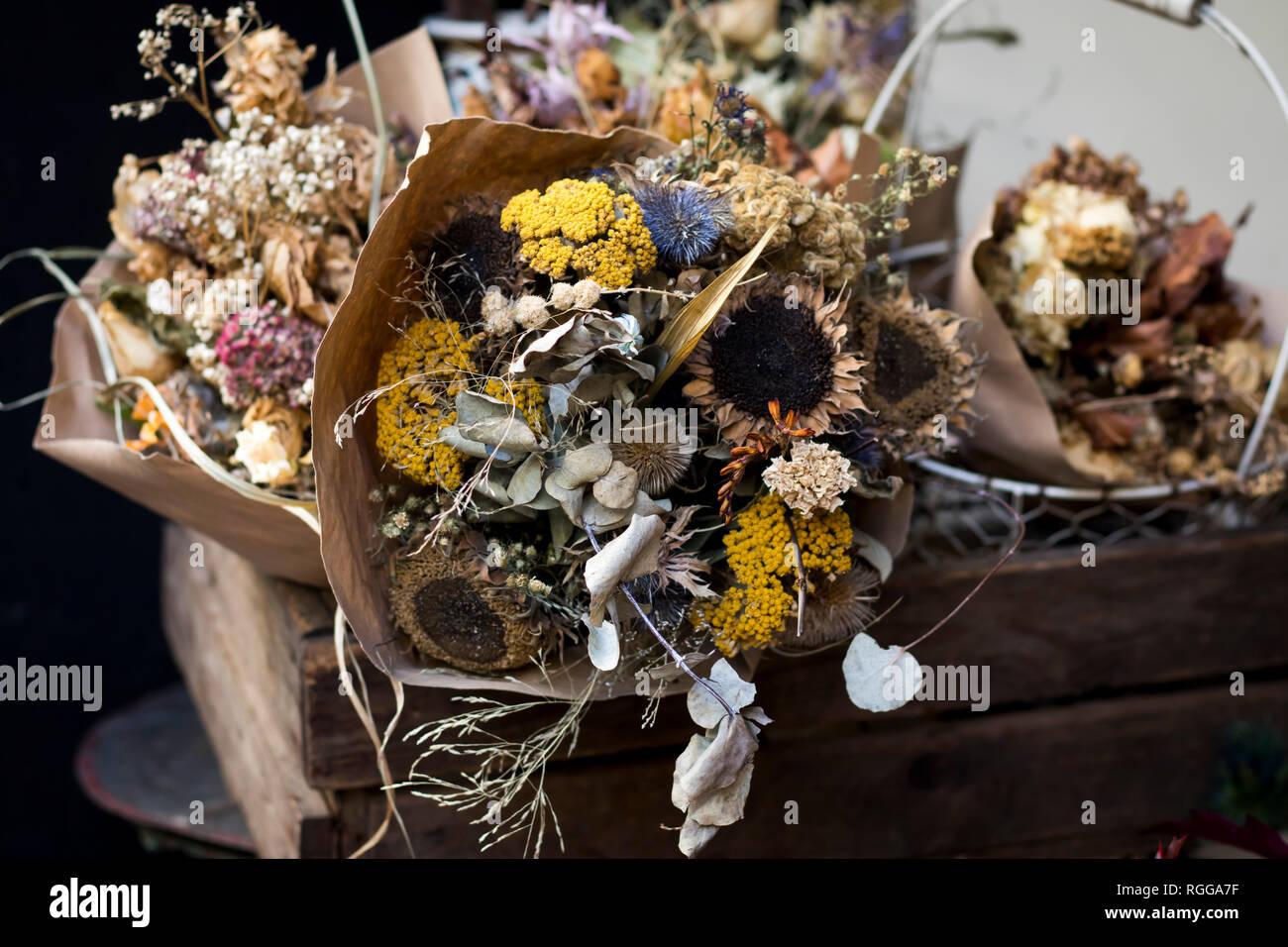 Bouquet d\u0027automne magnifique composition de rose séchée et