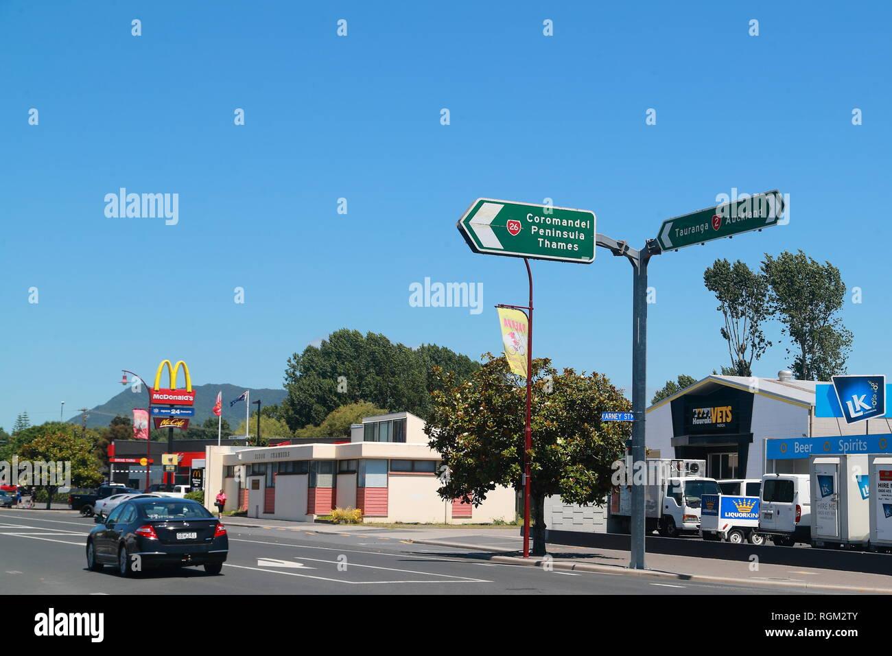La signalisation routière en Paeroa, Nouvelle-Zélande Photo Stock