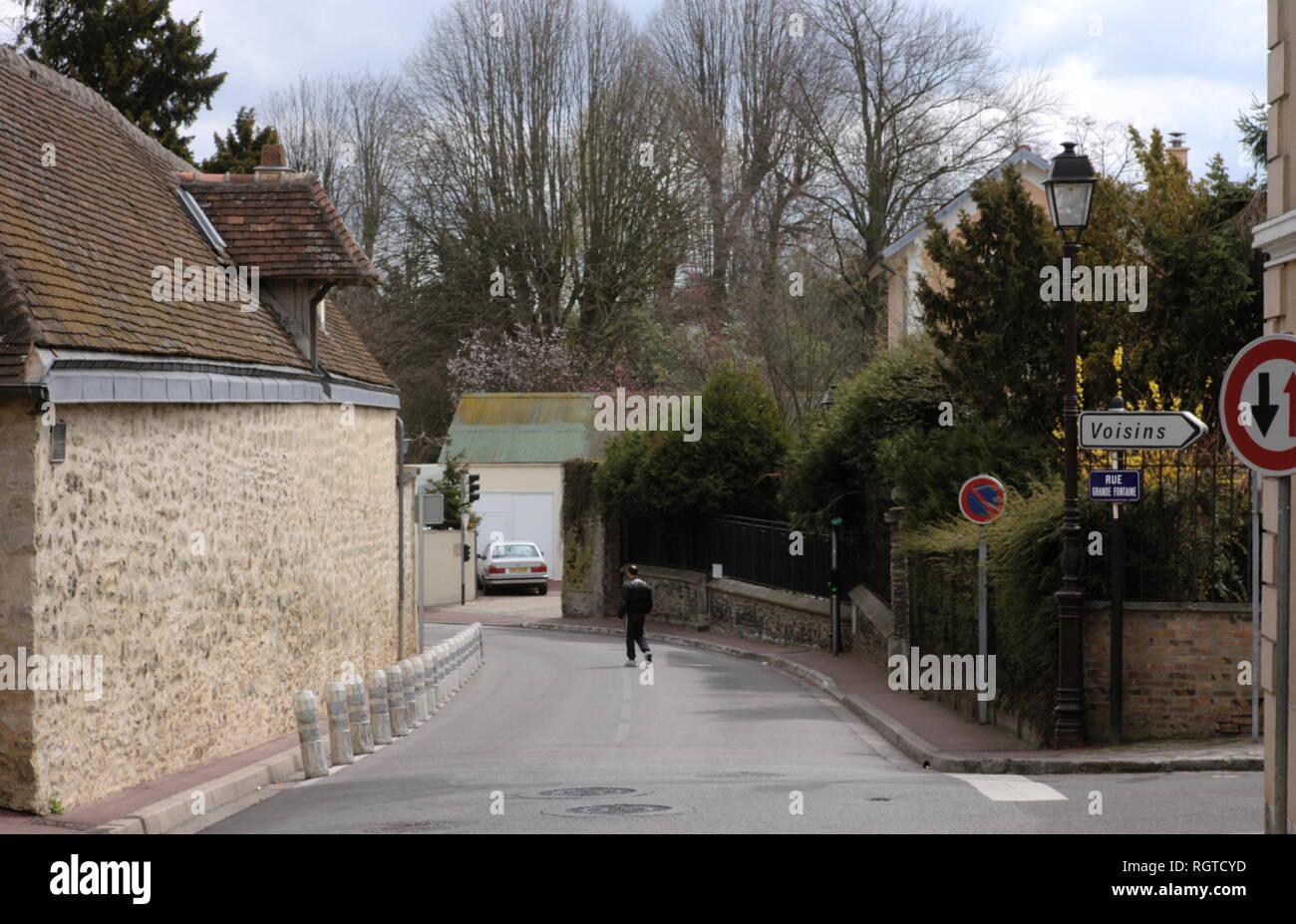 AJAXNETPHOTO. LOUVECIENNES, FRANCE. - Les chemins DU VILLAGE - Saisie de Louveciennes, ENDROITS DE PEINTURES PAR 19E SIÈCLE artistes impressionnistes comme Alfred Sisley et Camille PISSARRO QUAND LES Banlieues d'aujourd'hui PAYS ÉTAIENT LES VILLAGES. PHOTO:JONATHAN EASTLAND REF:R60904_284 Banque D'Images