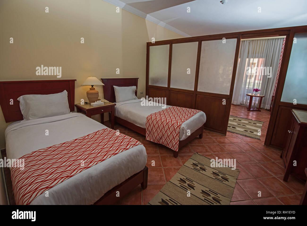 Chambre double ou lits jumeaux dans un hôtel de luxe familiale suite ...