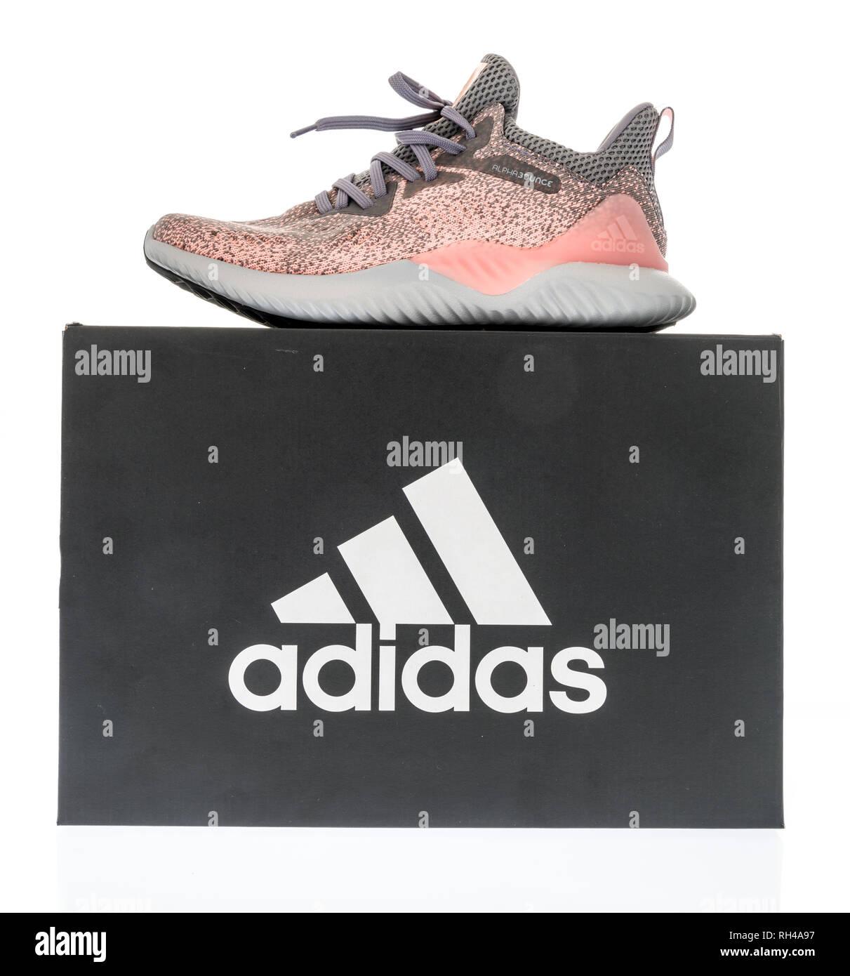 28 À Chaussures Boîte Janvier 2019Une Adidas WinneconneWi 453ARLqj