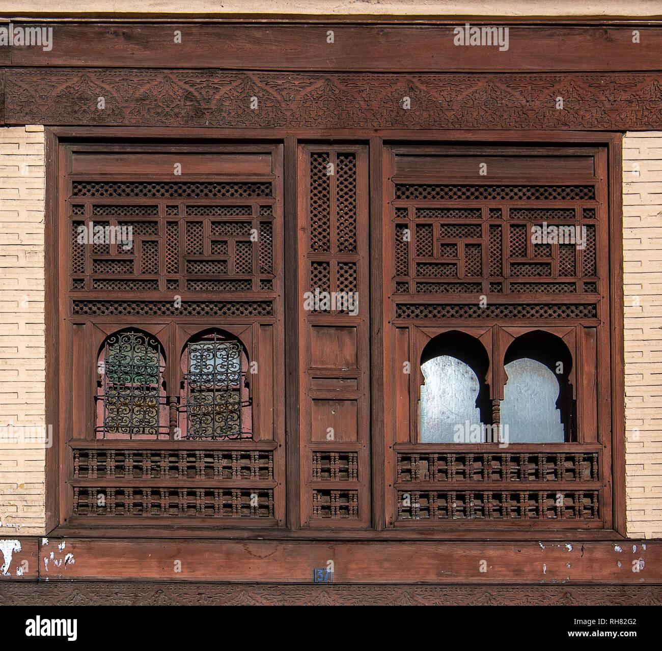 Carrelage Mural Sur Bois fenêtres en bois et de carrelage mural et de sol de mosaïque