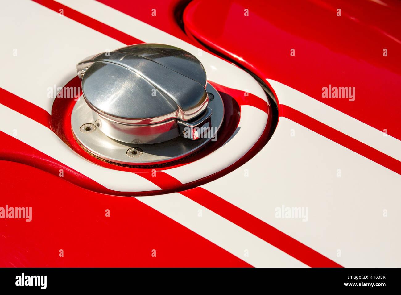 Un Morgan 3-roues le bouchon de carburant représentant racing stripes et représentant l'esprit du sport automobile. Photo Stock