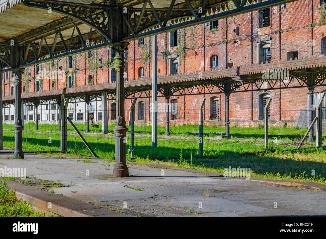 Ancienne gare abandonnée avec la plate-forme dans le district d'Aguada, Montevideo, Uruguay Photo Stock