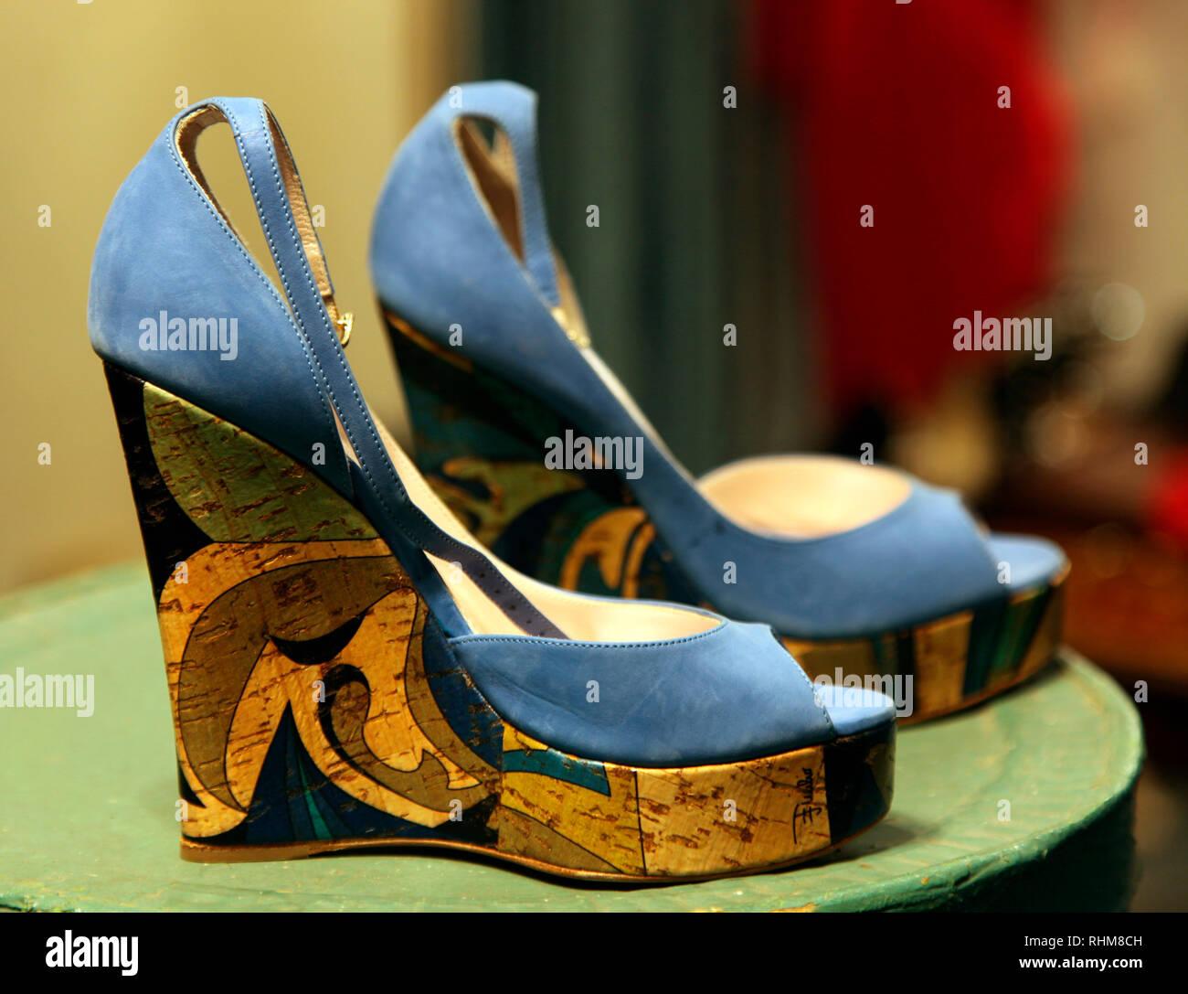 Chaussures de plate-forme par Pucci, en vente à la boutique Yard, Portlaoise, Irlande Photo Stock