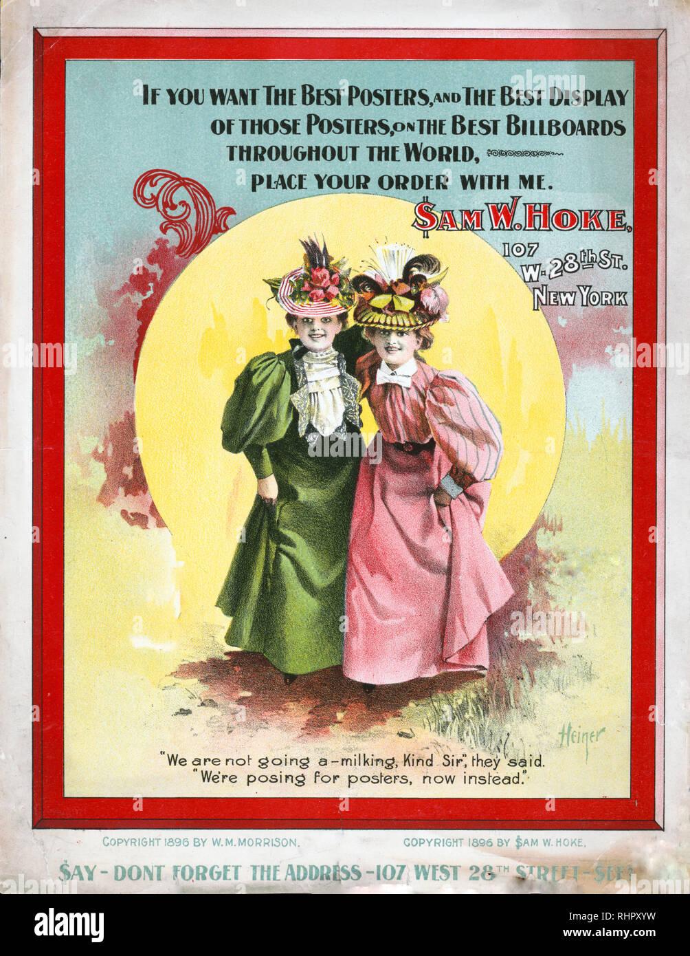 """Imprimer montre deux jeunes femmes robe mode posant devant un grand soleil pour une publicité pour l'imprimante affiche Sam W. Hoke, qui utilise constamment le signe dollar """"$"""" pour remplacer le symbole S dans son prénom. Photo Stock"""