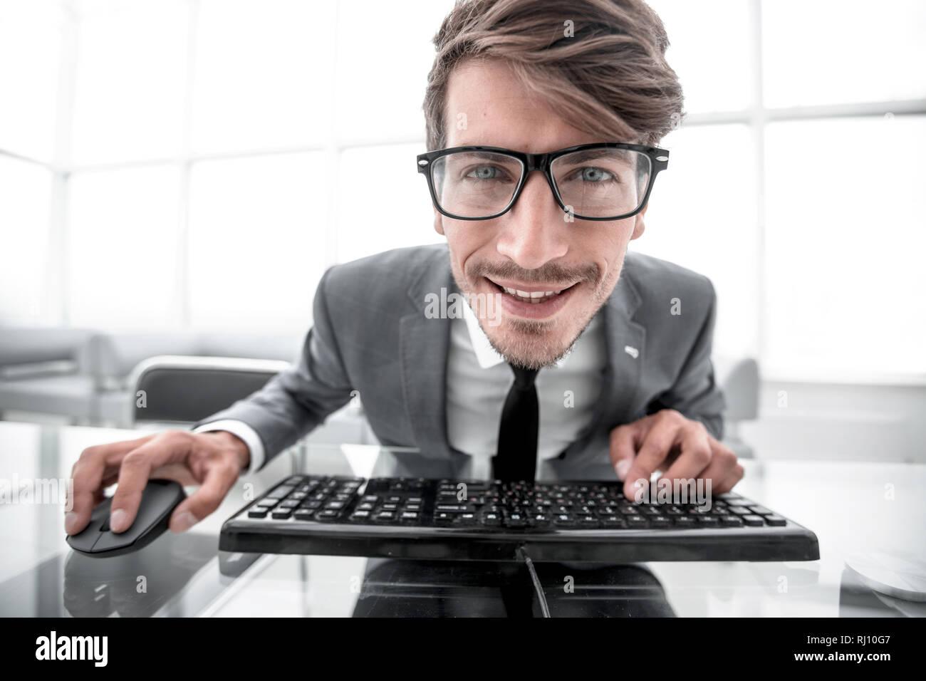 Fou à taper sur le clavier de l'homme Photo Stock