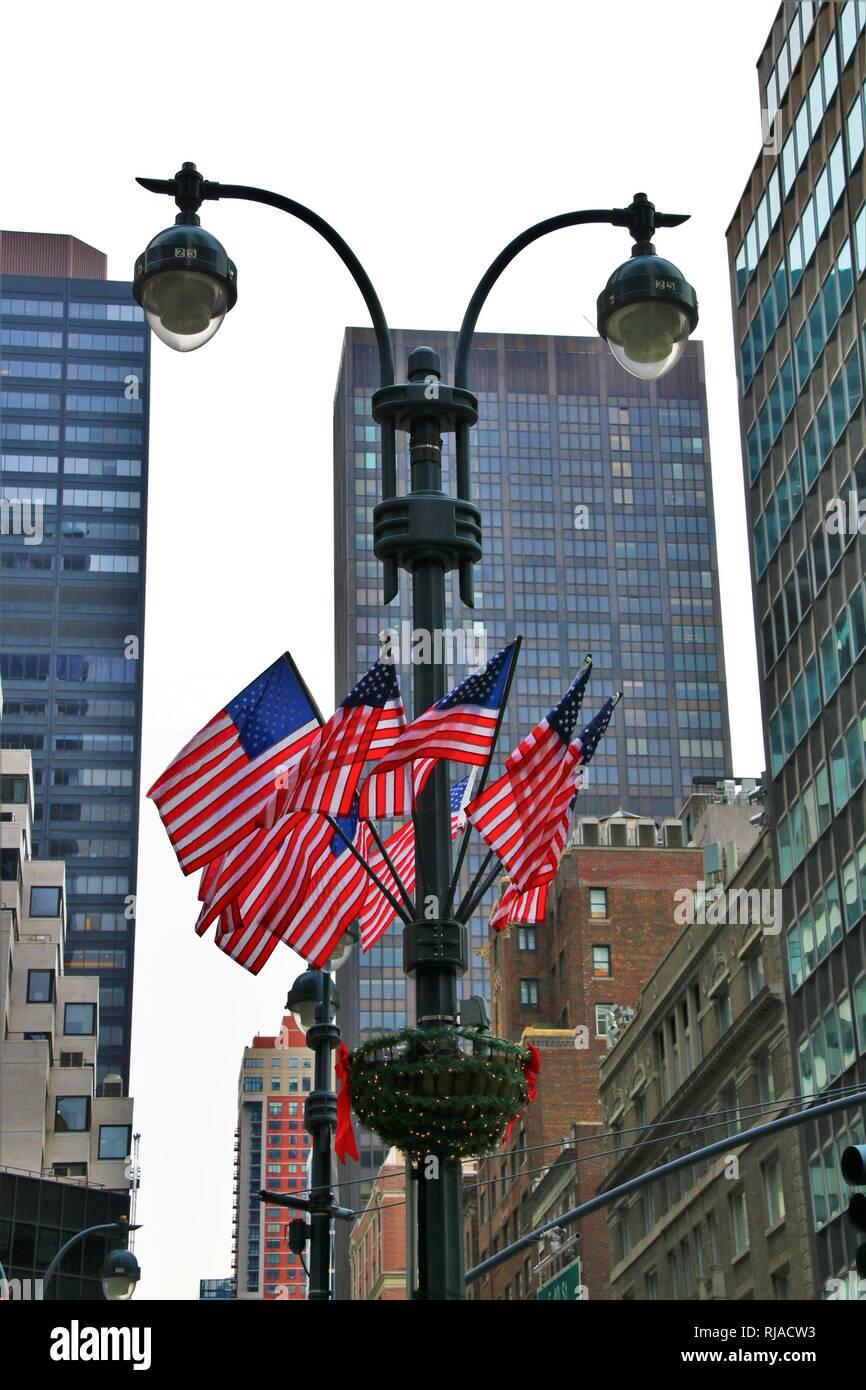 Drapeau américain sur pôle lumière Photo Stock
