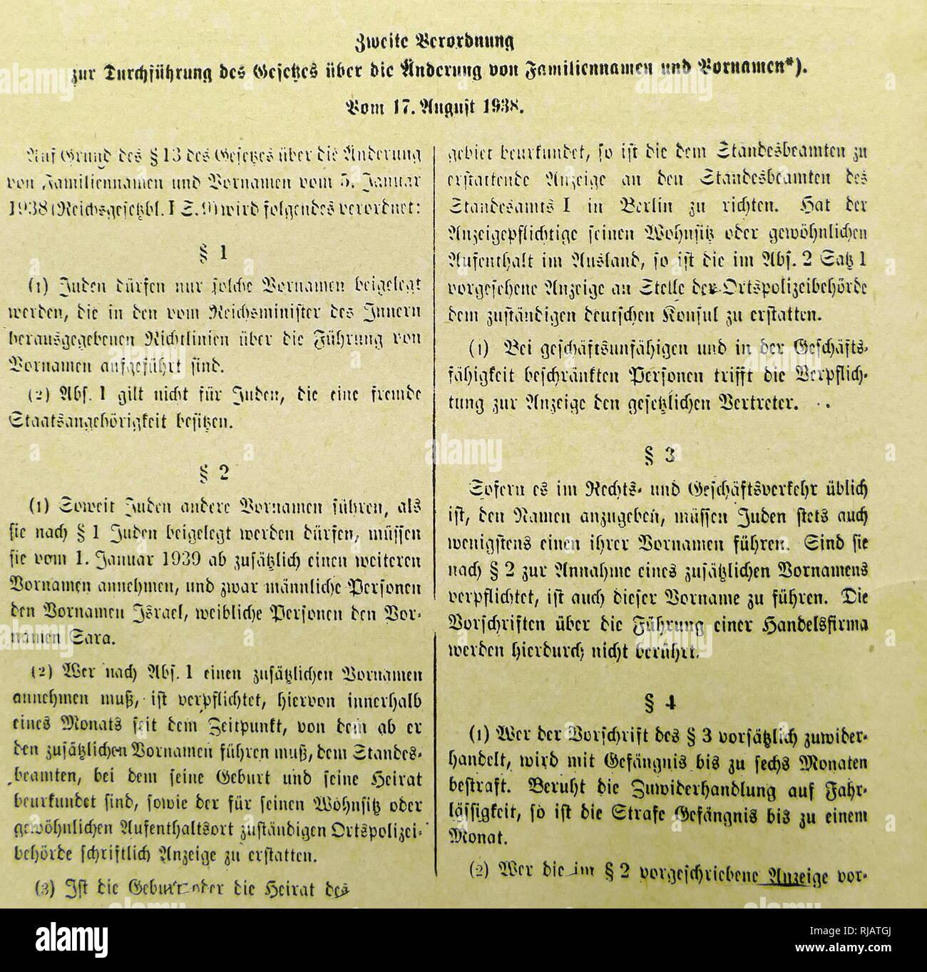 """Ère nazie deuxième décret, relatives à la mise en œuvre de la loi sur le changement de prénom et nom. 17 août 1938. L'article I (1) Les Juifs doivent seulement être donné de prénoms qui sont énumérés dans les directives émises par le Reich, Ministre de l'intérieur, concernant le roulement des prénoms. (2) l'article 1 ne s'applique pas aux Juifs de nationalité étrangère. L'article II (1) Si les Juifs porte d'autres noms d'abord en tant que telle pour les Juifs autorisés en vertu de l'article 1, ils doivent, à partir du 1er janvier 1939---adopter un autre nom, à savoir """"Israël"""" pour les hommes et pour les femmes """"ara"""". Photo Stock"""