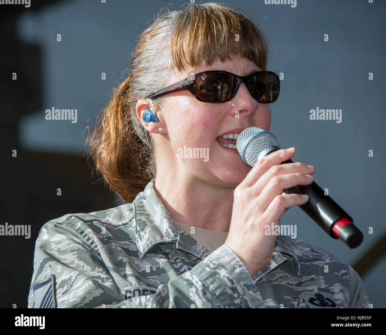 Le sergent chef de l'US Air Force. Paula Goetz, chanteur du