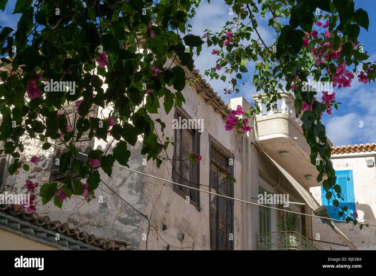 Henry Miller décrit la marche à travers les rues de Poros pour « naviguer à travers les rues' dans 'Le Colosse de Maroussi' considéré comme son meilleur livre. Banque D'Images