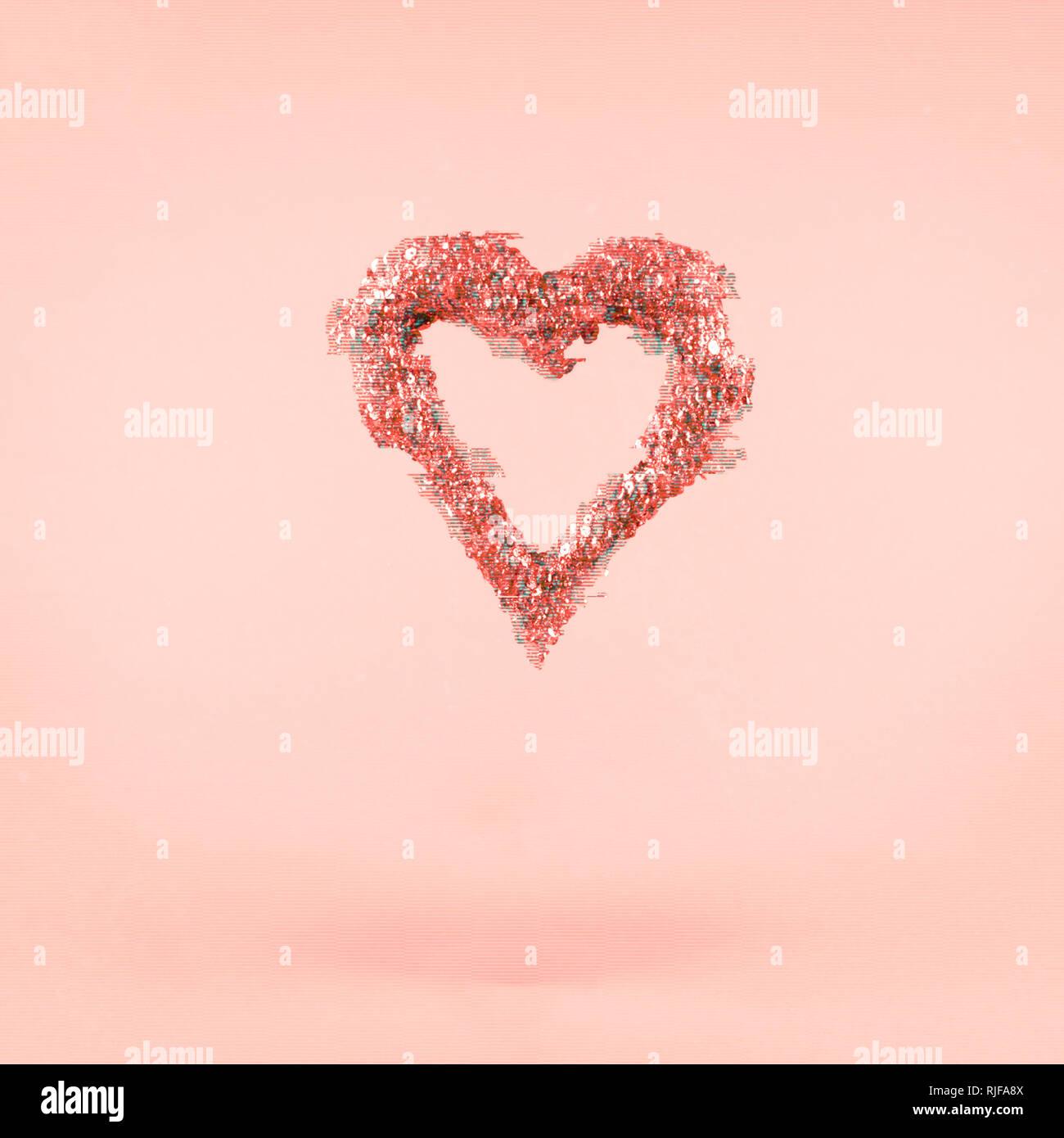 Glitter coeur sur fond rose. La Saint-Valentin et l'amour gratuit. Square. Glitch, effet perturbateur colorés. Corail vivant - couleur de l'année 2019 Photo Stock