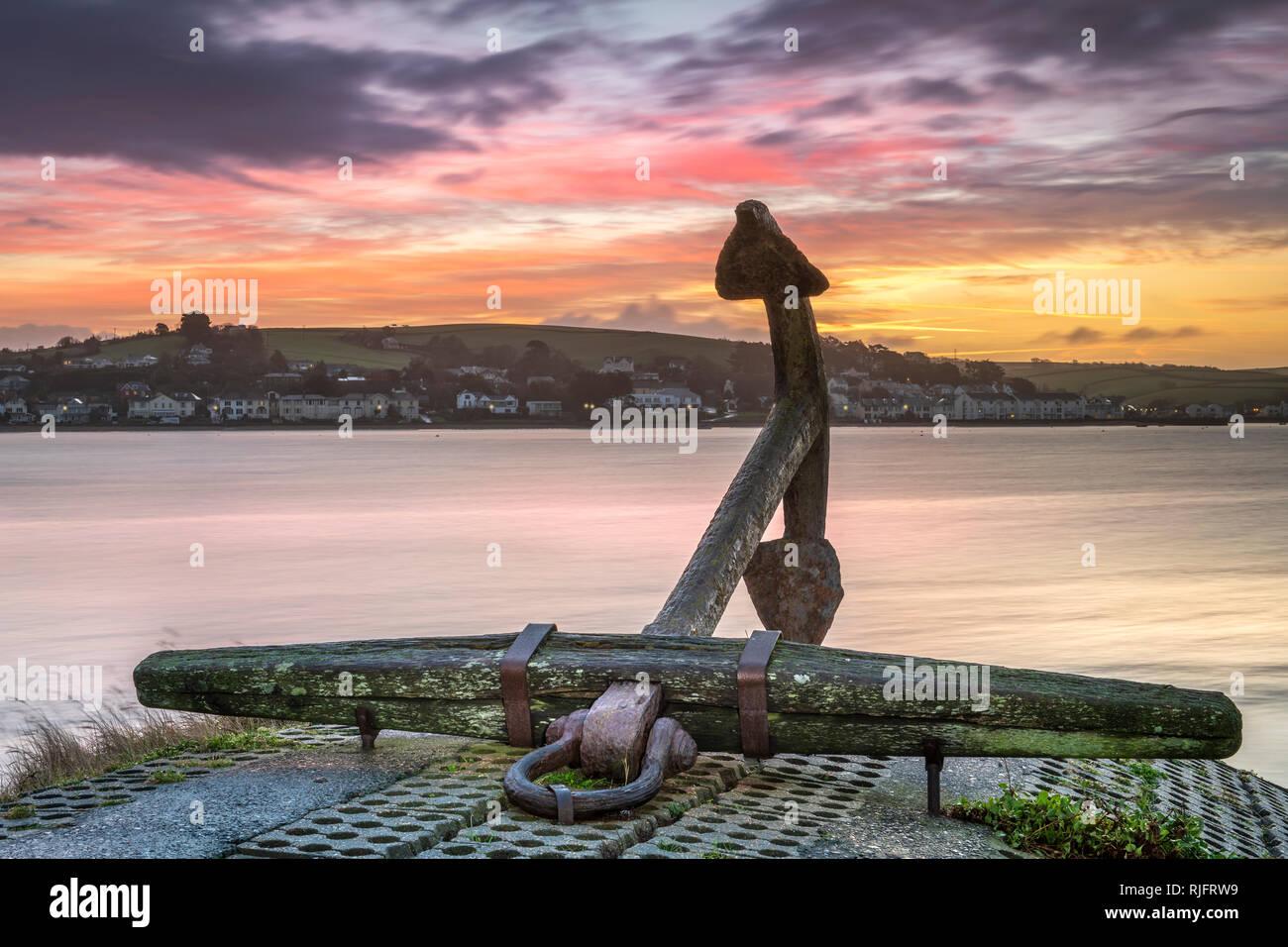 Appledore, Devon, UK. 6 Février, 2019. UK - Mercredi 6 février 2019. Après une nuit froide dans le Nord du Devon un ciel coloré s'allume l'estuaire de Torridge et ancrage historique sur le quai à Hartland. Credit: Terry Mathews/Alamy Live News Photo Stock