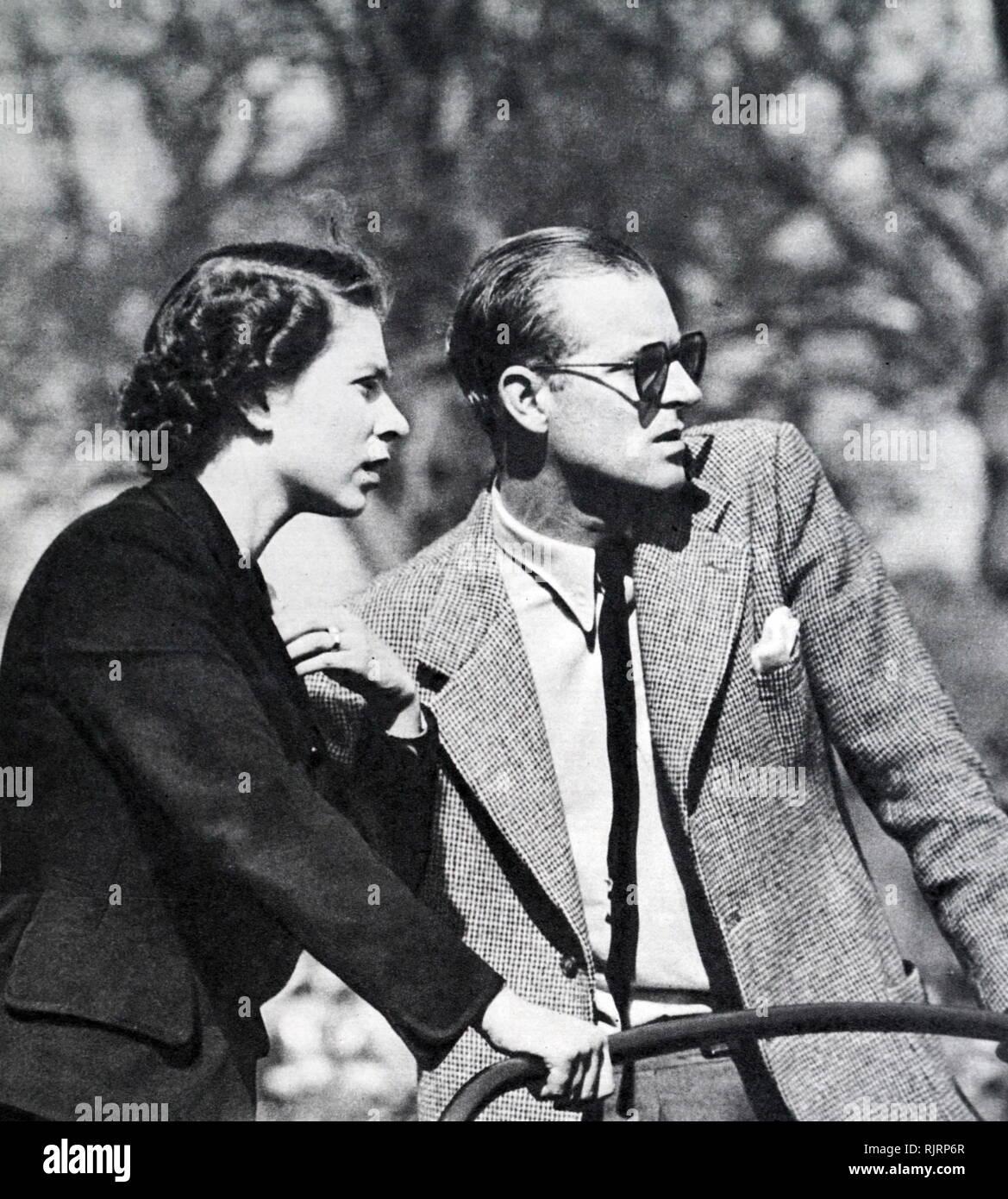 Horse Trials olympiques, tenue à Badminton en 1952. La reine Elizabeth II et le duc d'Édimbourg, à regarder les essais cliniques en? Landover voiture. Photo Stock