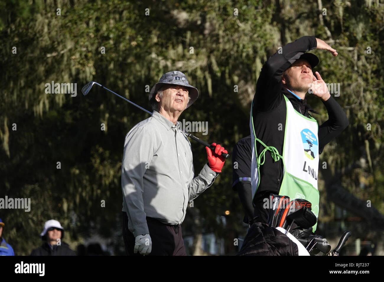 7 Février, 2019 Country Club de la péninsule de Monterey, CA, USA le favori de tous Bill Murray regarde son shiot sur le troisième trou lors du premier tour à l'AT&T Pro-Am à Pebble Beach Golf Links Photo Stock