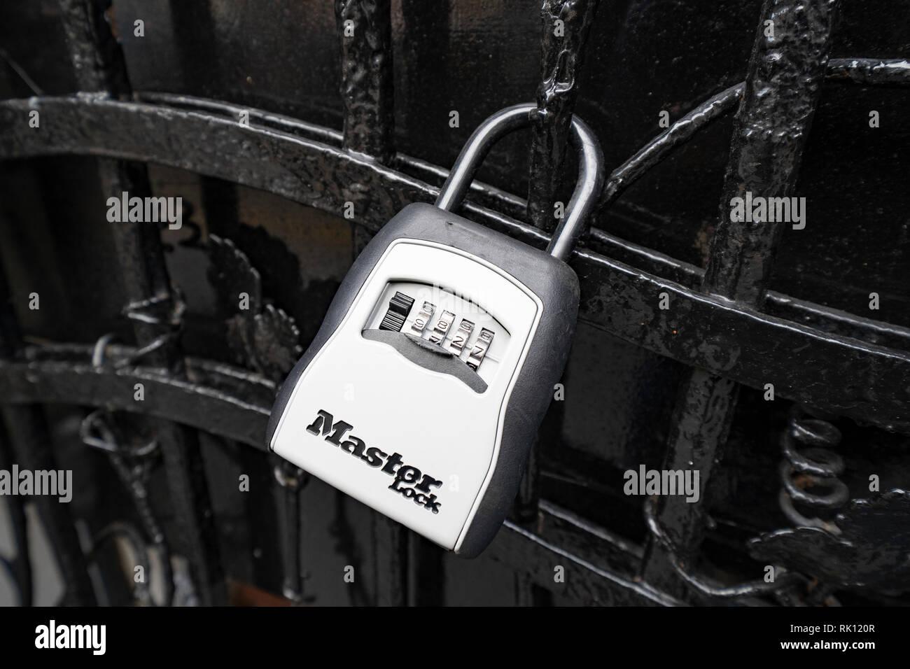 Boîte à clés pour les clients accédant au porte-clés Airbnb