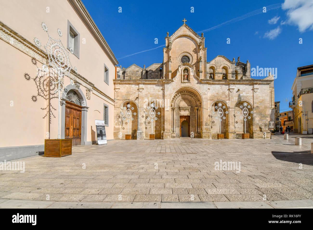 L'église paroissiale de San Giovanni Battista, l'une des plus importantes églises de Matera, situé en dehors du centre historique de Matera, Italie Banque D'Images
