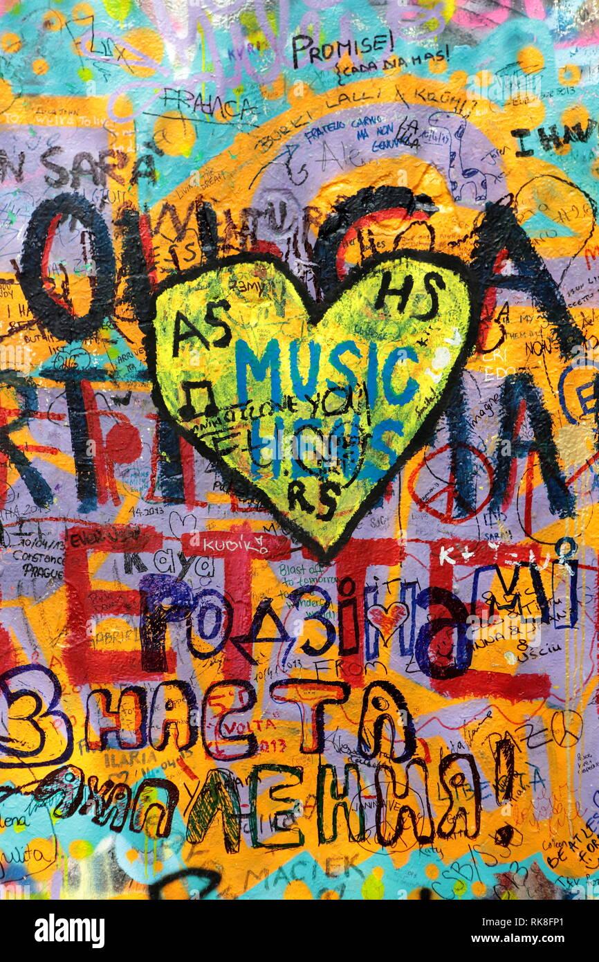 Prague, République tchèque - 13 décembre 2015.: John Lennon wall graffiti. Usage éditorial uniquement. Banque D'Images