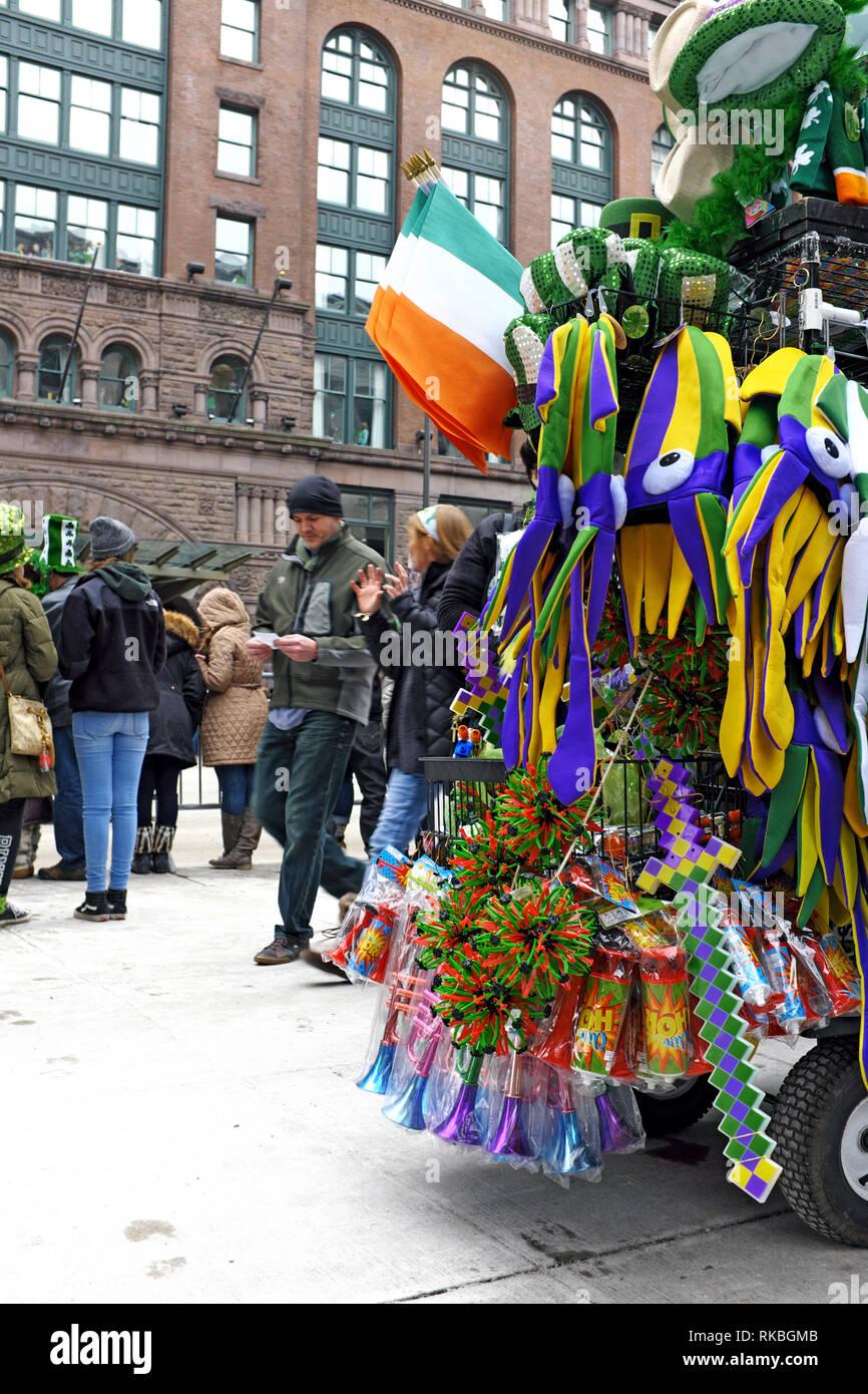 Le jour de la Saint Patrick fête dans le centre-ville de Cleveland, Ohio, USA est l'un des plus importants aux États-Unis. Banque D'Images