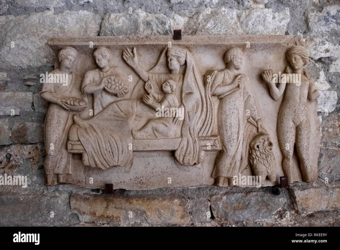 La France. Occitanie, Haute Garonne, Goll ,plaque romain (5e siècle) à la basilique Saint Just dee Valcabrère. Photo Stock