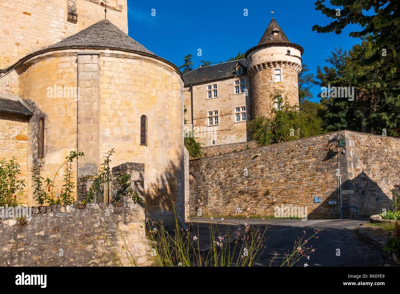 La France, l'Occitanie, Aveyron, PreRomanesque église et château du 13ème Siècle., à Saint Remy. Photo Stock