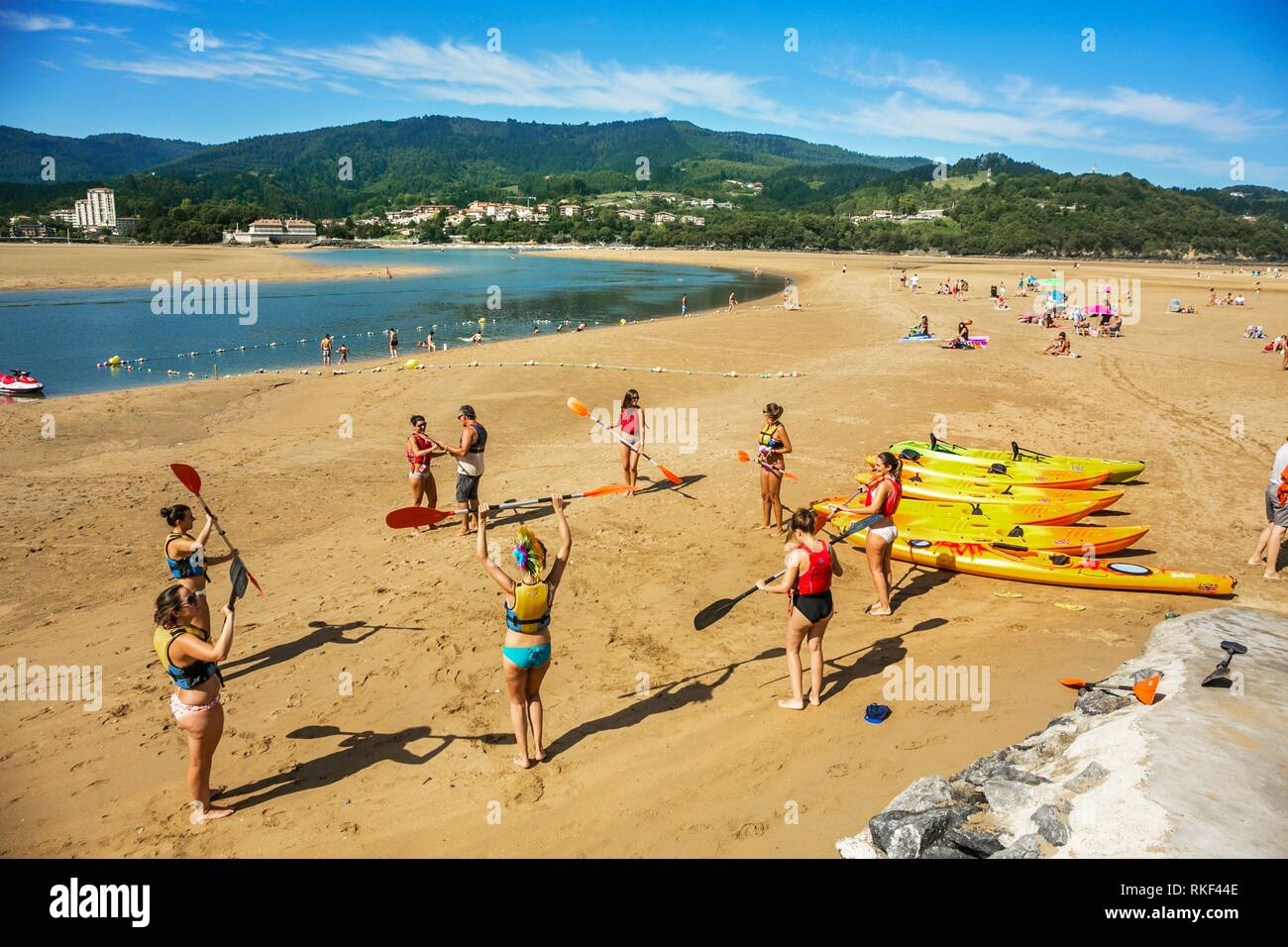 Canoë aux leçons de Laida Beach. La Réserve de biosphère d'Urdaibai. Région d'Urdaibai. Bizkaia. Pays Basque. L'Espagne. Photo Stock