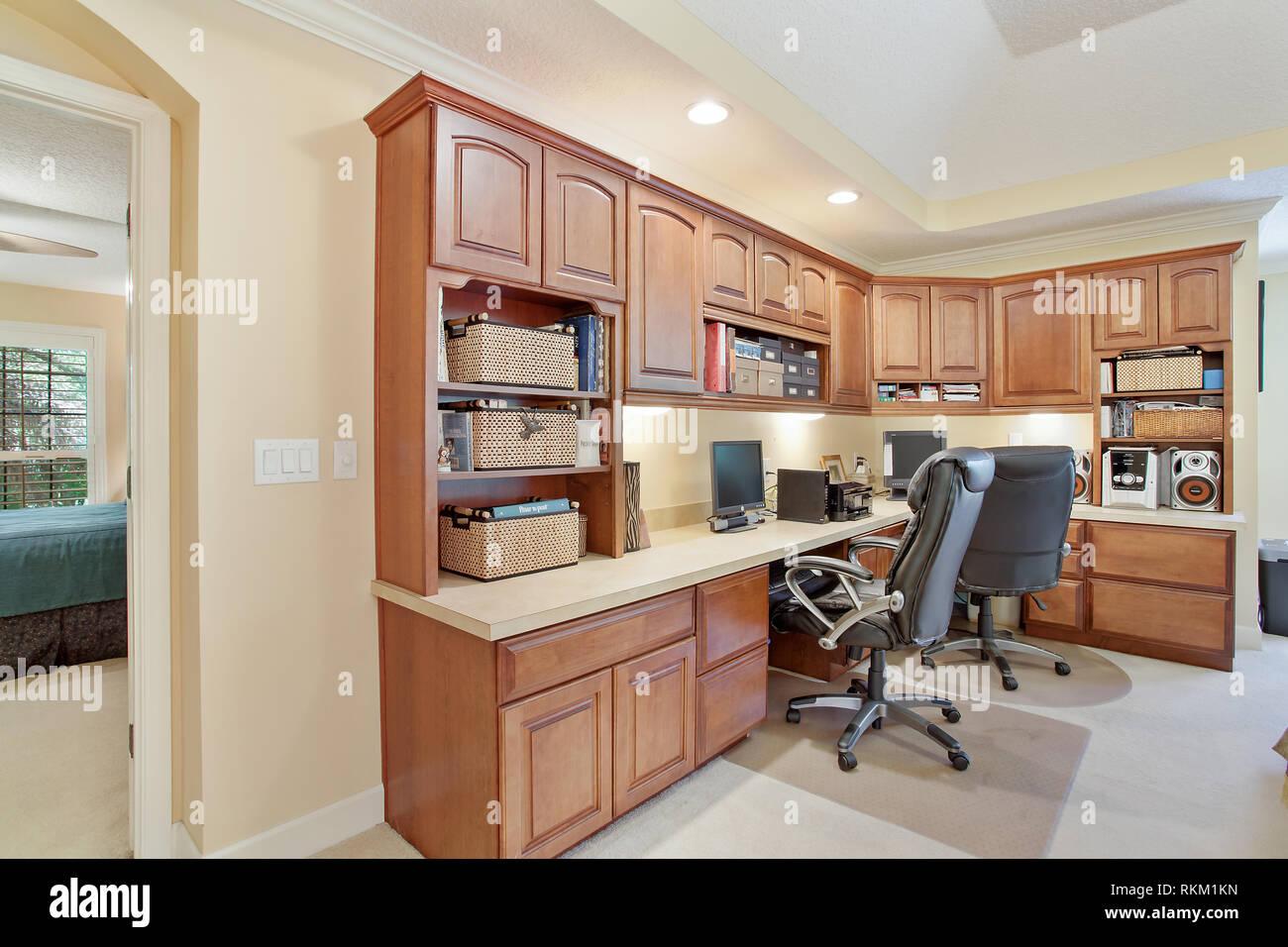 Maison moderne en bois dur Zone de productivité de bureau ...