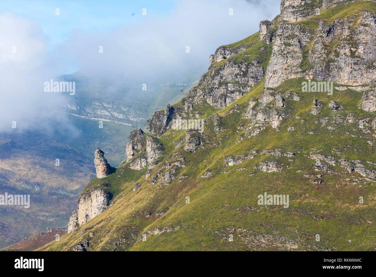 Vue depuis le Mirador de Covalruyu, Miera Vallée, Valles Pasiegos, Cantabria, Espagne, Europe. Banque D'Images