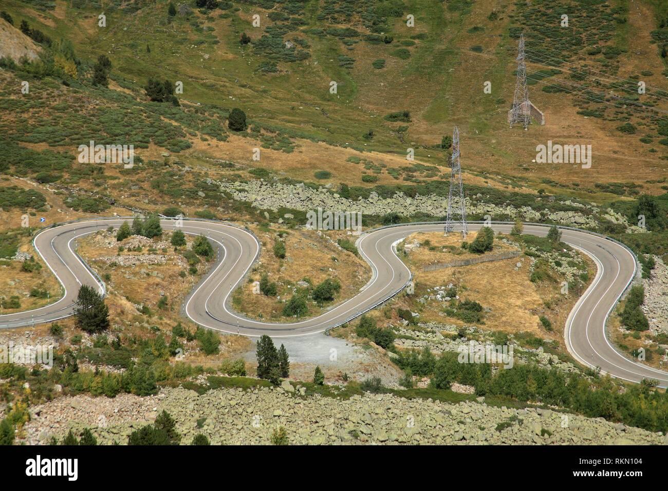 Route de montagne dans le Parc National de Aigüestortes. Lleida province. La Catalogne. Espagne Photo Stock