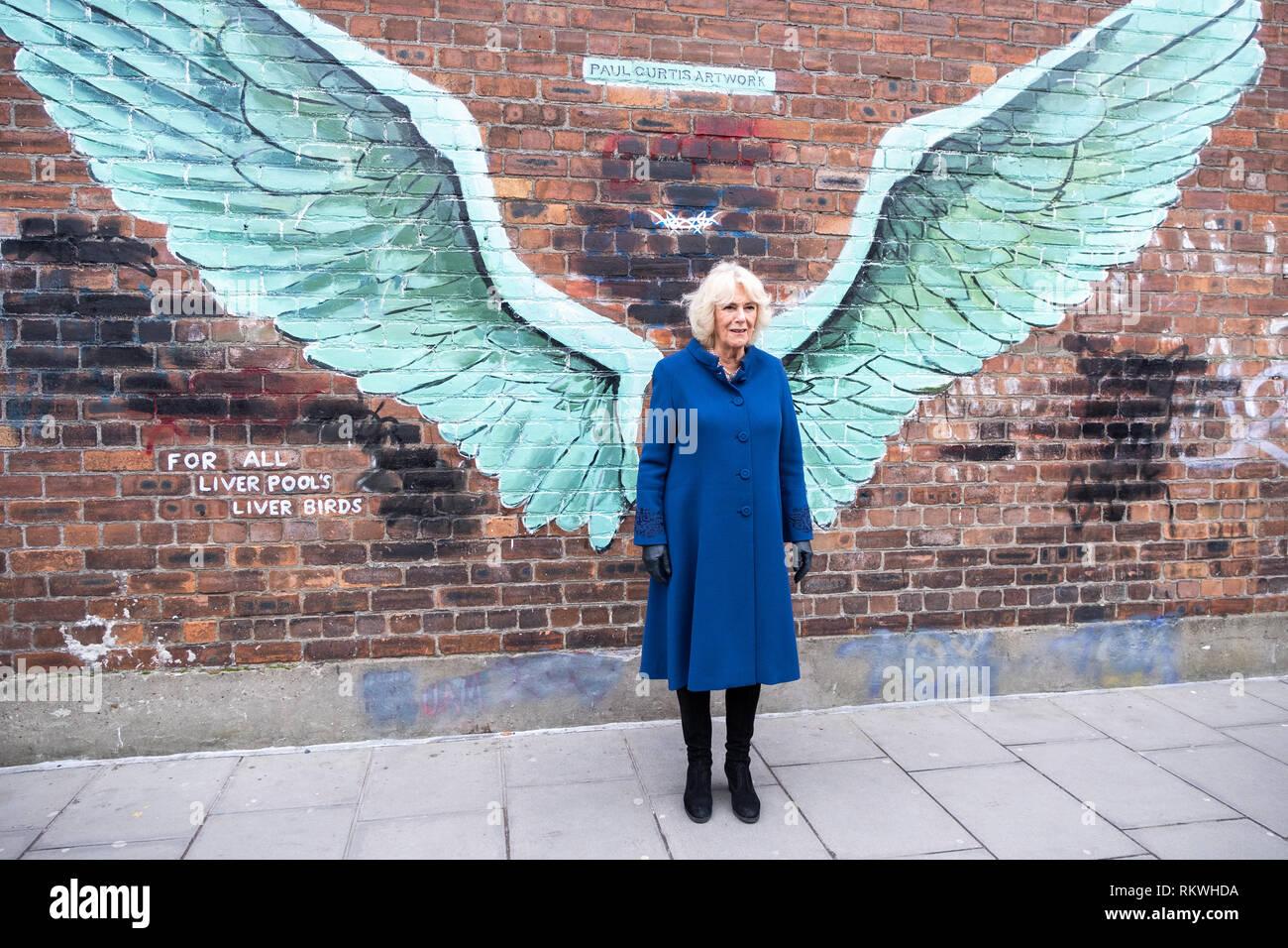 """Liverpool, Royaume-Uni. 12 Février 2019: la duchesse de Cornwall visitant Liverpool's Baltic Triangle sur Mardi, 12 février 2019, dans le cadre d'une visite à la ville. Son Altesse Royale s'est réuni avec l'artiste Paul Curtis et ont aussi vu sa murale intitulée """"Pour tous les oiseaux du foie de Liverpool"""". Crédit: Christopher Middleton/Alamy Live News Photo Stock"""