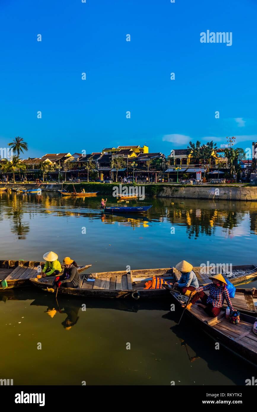 Le long du front de mer sur la rivière Thu Bon, Hoi An, Vietnam. Photo Stock